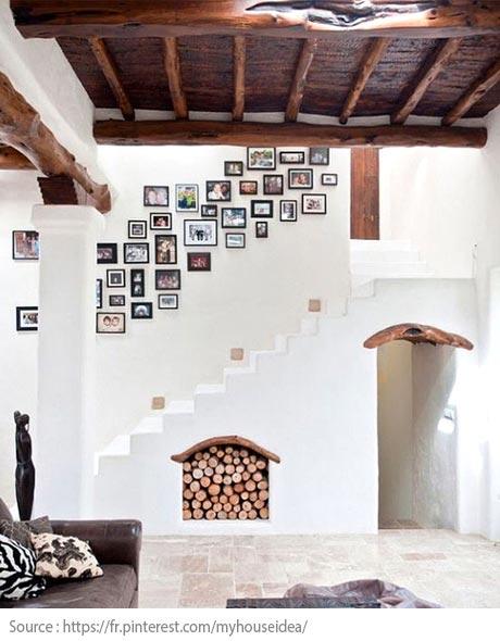 Sous l'escalier : une niche à bois intégrée