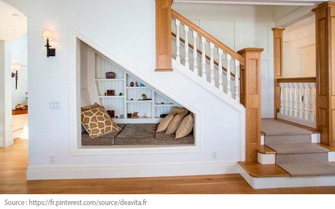 Sous l'escalier : un coin douillet