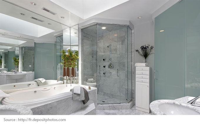 Comment mettre en valeur une salle de bains blanche? - 10