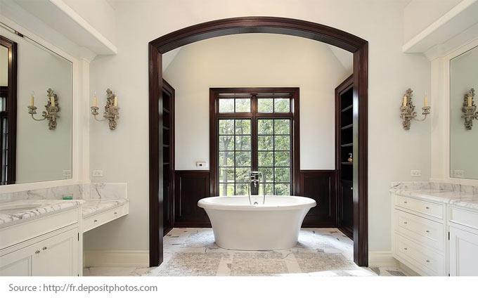 Comment mettre en valeur une salle de bains blanche? - 1