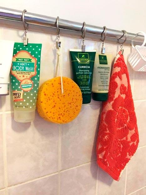 Crochets suspendus à la tringle de douche pour différents produits