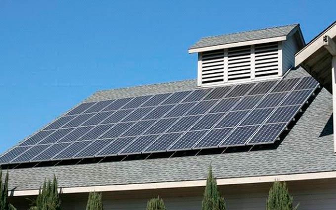 Panneaux solaires produisant de l'énergie