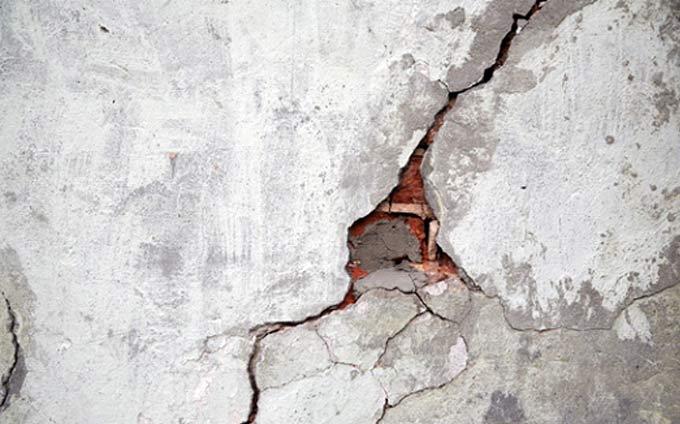Des fissures apparentes dans la fondation