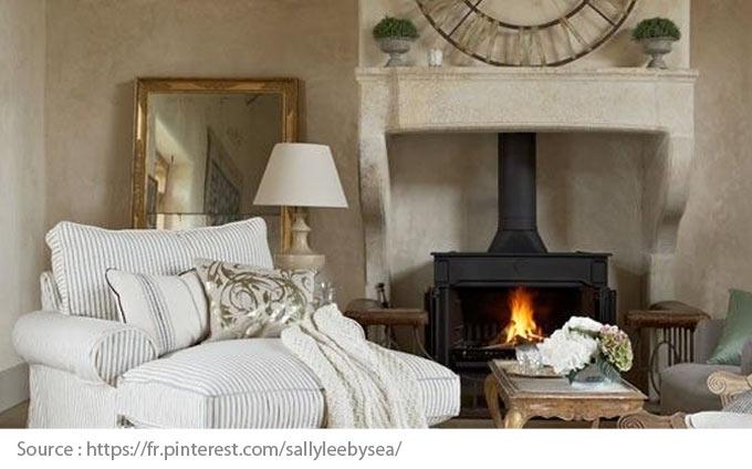 Foyer posé dans le manteau de cheminée