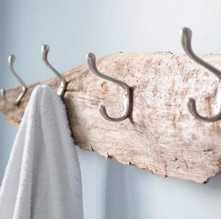 Crochet sur support de bois