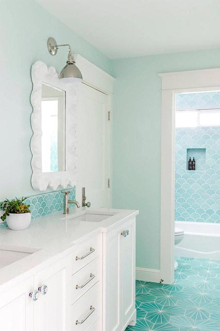 Salle de bain bleu clair