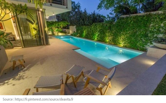 Pool Lighting: halogen spotlights