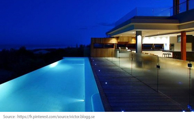 Pool Lighting: spotlights integrated in the pool's border