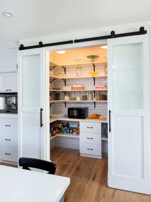 Garde-manger avec portes coulissantes