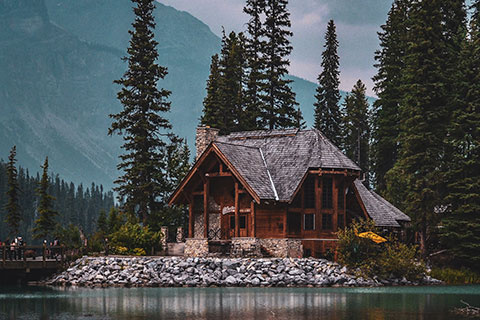 cabin-chalet-conifers-1756826_480px.jpg