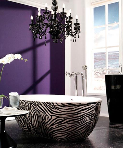 Un mur-décor violet vif